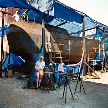Boat builders who hope to circumnavigate the globe, at Lazarus shelter for homeless men, former Ursus Tractor Factory